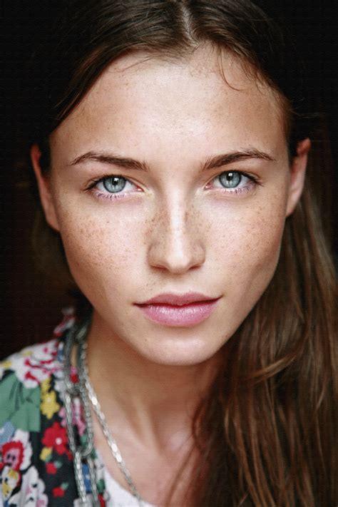 Makeup Faced make up trends la rue moderne