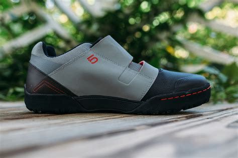 cycling shoes for flat pedals bikepacking shoes five ten maltese falcon pedaling nowhere