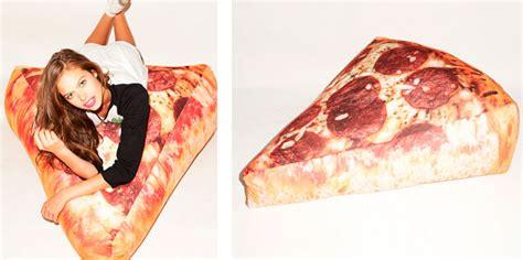 sillones con formas puff con forma de porci 243 n de pizza