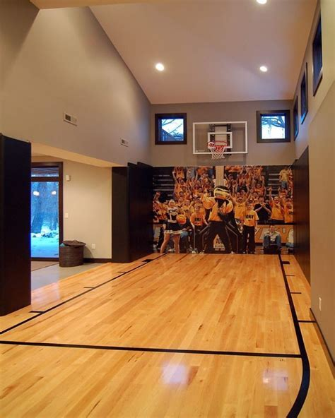 How awesome is this basketball court?!! Tag friends who