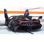 Lamborghini Veneno RoadsterPolish Black Carbon Red