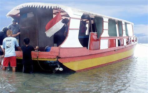 boat manado bunaken bunaken glass bottom boat trip manado safari tours travel