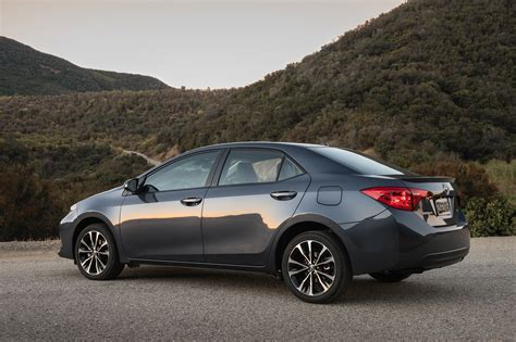 Toyota Corolla 2017 2017 Toyota Corolla Reviews And Rating Motor Trend