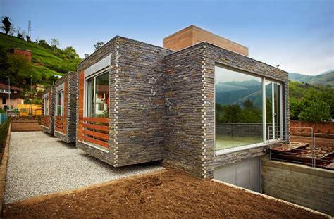 casa madera moderna moderna casa de dos pisos presenta dise 241 o sustentable con