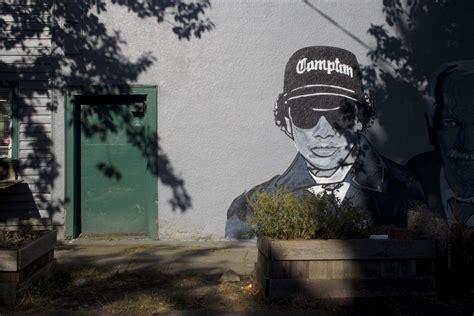 eazy  jack layton  tupac mural  east van