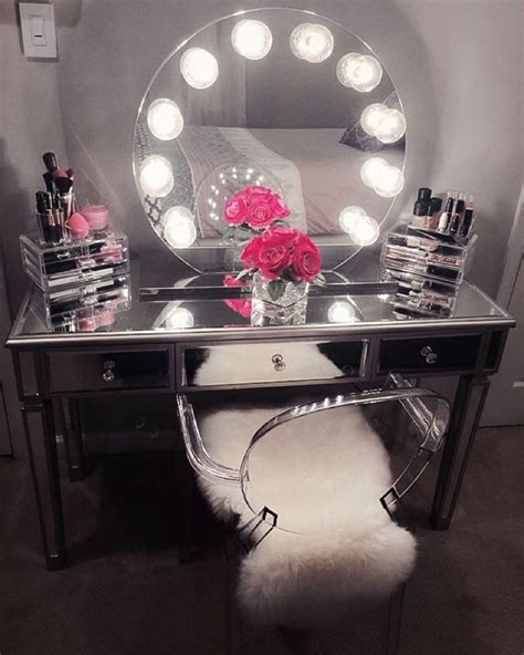 Makeup Vanity Table With Lighted Mirror Best 25 Vanity With Mirror Ideas On Makeup Desk With Mirror Diy Makeup Light