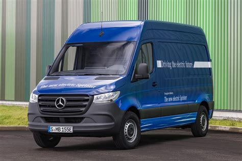 2019 mercedes sprinter 2019 mercedes sprinter preview connected and soon