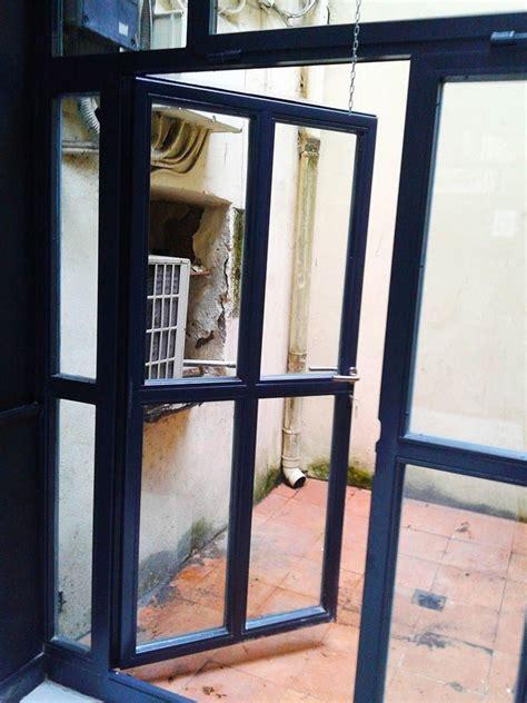 cerramiento de patios interiores cerramiento en acero galvanizado con puerta de acceso a