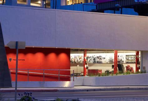Tesla Dealership Los Angeles Tesla S And Green Los Angeles Showroom Tesla La
