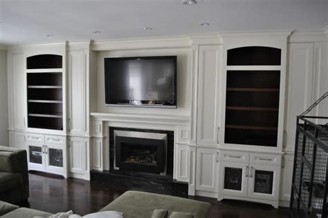 Fireplace/ TV wall unit   Traditional   Living Room   Toronto   by spaces inc.