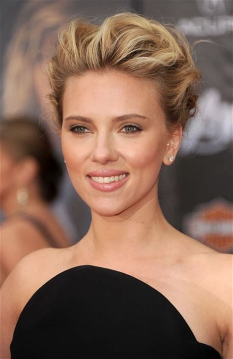 More Pics of Scarlett Johansson Bobby Pinned updo (17 of