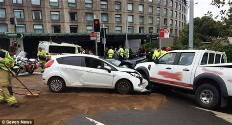 Mercedes Rushcutters Bay Mercedes Driver Hits Six Cars In Sydney S Rushcutters Bay