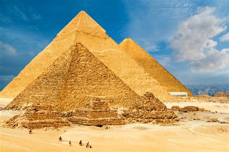 pyramid builders standing s great pyramids