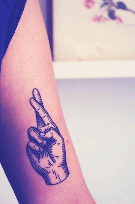 best 25 cross finger tattoos best 25 cross finger tattoos ideas on henna