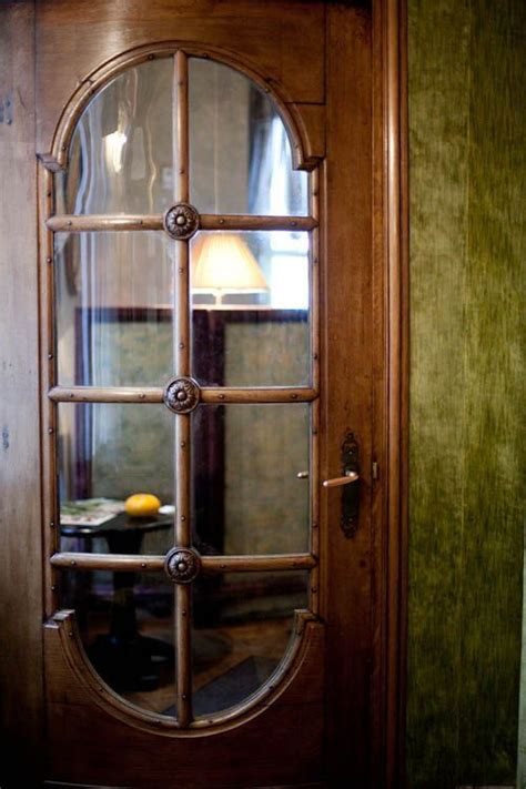 Curved Glass Door 25 Best Ideas About Curved Glass On Antique China Cabinets White China Cabinets