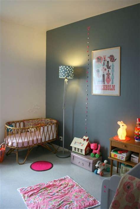 mur chambre enfant murs gris dans une chambre d enfant