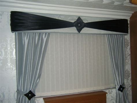 pelmet rods for curtains 38 best images about cutain pelmets on pinterest window