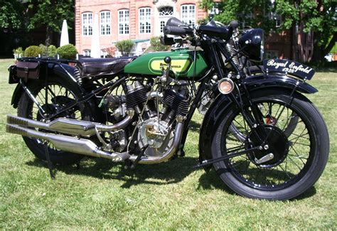 Indian Motorrad B Cher by Enfield India