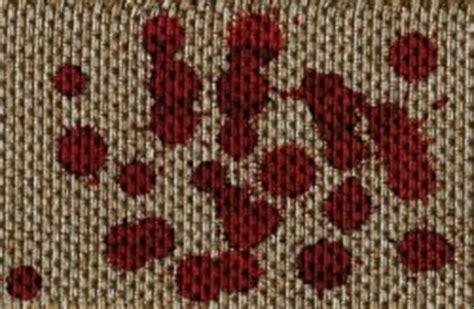 blut aus teppich tomatenflecken entfernen aus kleidung textilien teppich