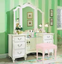 Vanity For Bedrooms Red Lip Gloss I M Dreaming Of Vanity Tables
