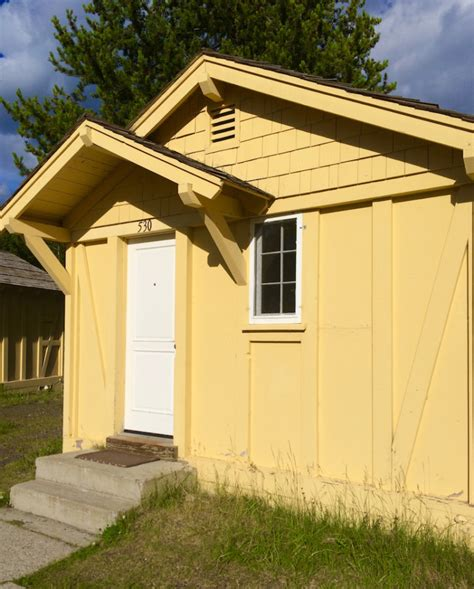 Yellowstone Cabin by Where To Find Luxury In Yellowstone National Park Lake