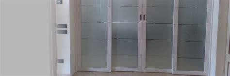 porte d ingresso in vetro realizzazione porte in vetro e legno porte