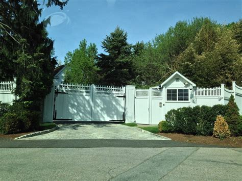 clinton home photos hillary clinton s protective wall around chappaqua