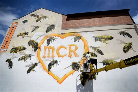 Manchester Bees Mural Amazing Mancunian Tribute To The 22