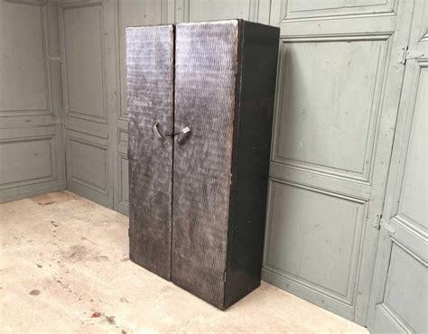 armoire métallique industrielle ancienne armoire d atelier enti 232 rement rivet 233 e mobilier