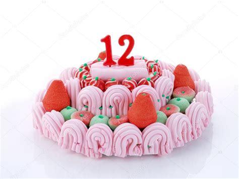 candele torta torta di compleanno con candele rosse mostrando nr 12