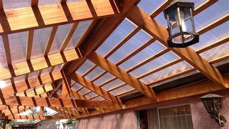 cobertizo rollizos cobertizo de madera y techo de policarbonato ideas