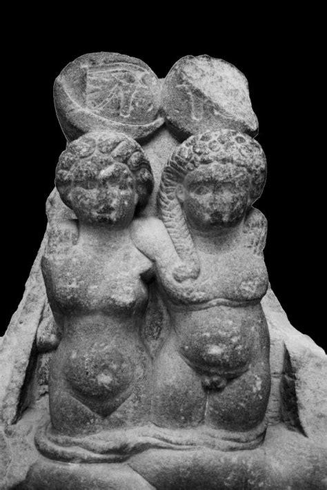 Encuentran una escultura de los hijos de Cleopatra y Marco