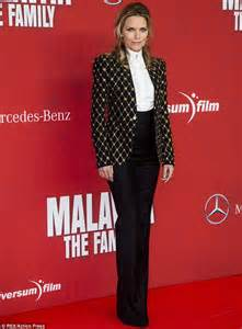 Michelle pfeiffer upstages dianna agron at the family premiere with