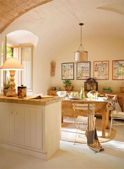 una casita de pueblo  encanto rustico   precioso patio