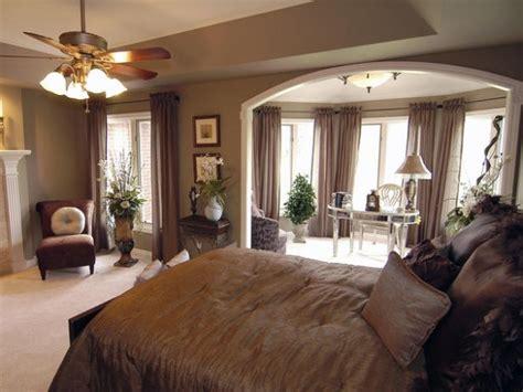brown master bedroom photos hgtv アンティークmixのおしゃれな英国風インテリアを上手に取り入れよう suvaco スバコ