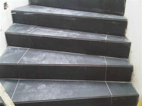 gewendelte treppe fliesen bau de forum ausbauarbeiten 11780 fliesenverlegung