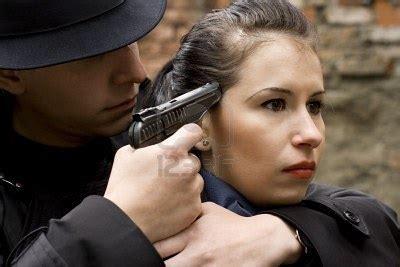 Emoji Film Frau Pistole Pflanze Mann | file uomo minaccia una donna con una pistola jpg