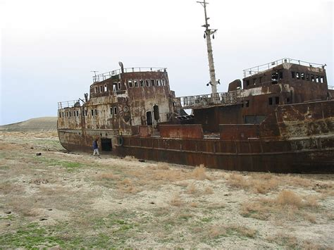 un barco pesquero recolecta 800 desastres ambientales mundo ancho y ajeno