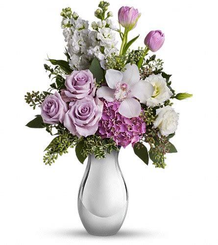 flower garden hartland wi teleflora s breathless bouquet in hartland wi the flower