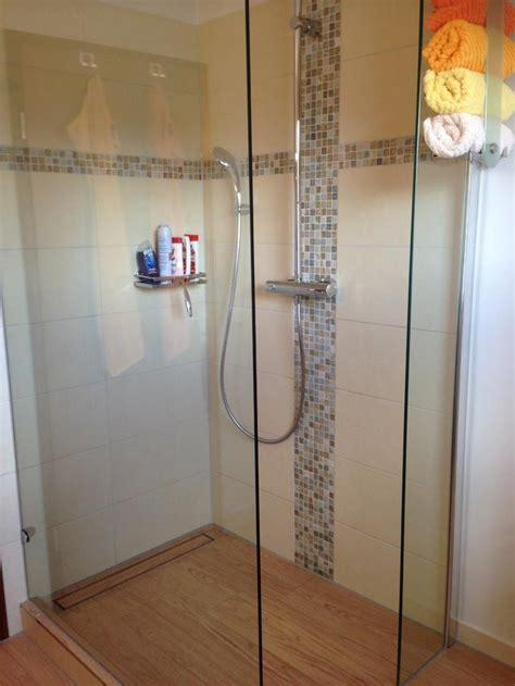 preiswertes badezimmer das ideen umgestaltet groses badezimmer beige und erdtone bad preiswert