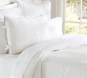 Single Duvet And Pillow How To Use All White Bedding