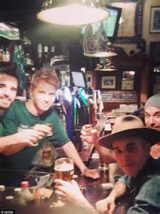 justin bieber dart tattoo justin bieber flirts with girls in rome bar but demands