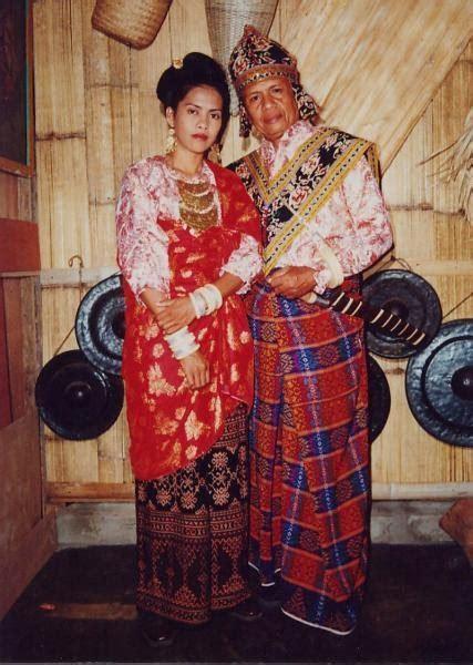 Baju Adat Maluku Perempuanlaki2 Tk danielpunya perkawinan adat sikka