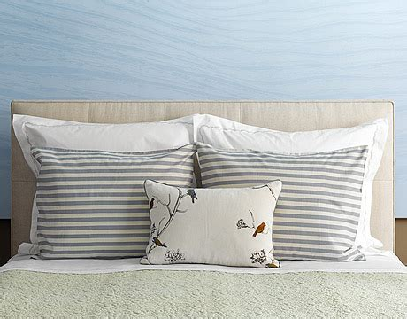 how to dress a bed with pillows how to arrange pillows arranging pillows