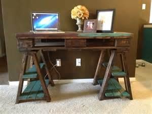Small Pallet Computer Desk Computer Desk Diy Upcycled Pallet Desk Ideas Pallets