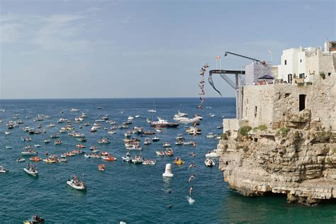 bull cliff diving 2015 polignano a mare italie