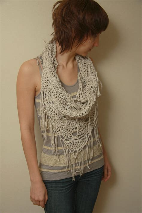 triangle neck pattern 113 best triangle scarf images on pinterest crochet