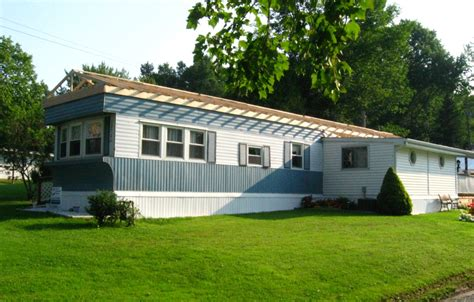 conneaut lake area mobile home has a roof built it