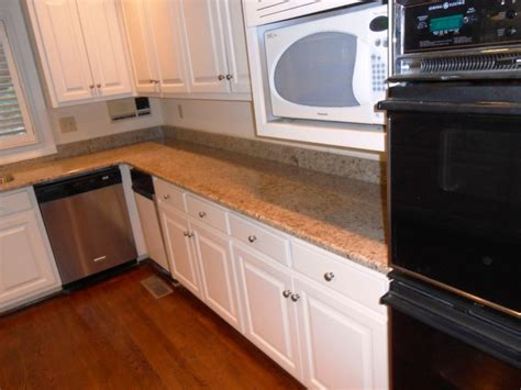 anyone with a 2 inch backsplash or no backsplash kitchen 1000 images about giallo ornamental on white cabinets on