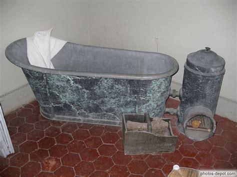 vieille baignoire vieille baignoire et po 232 le pour chauffer l eau